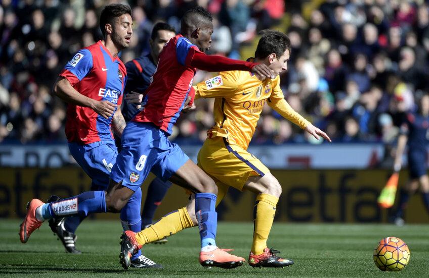 Messi (dreapta), încă două goluri și ajunge la 300 în campionat // Foto: AFP