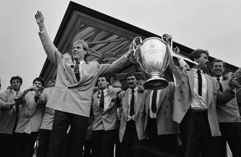 Fanii lui PSV nu-și vor putea aminti pe stadion de cupa câștigată de Van Breukelen și Hiddink în 1988