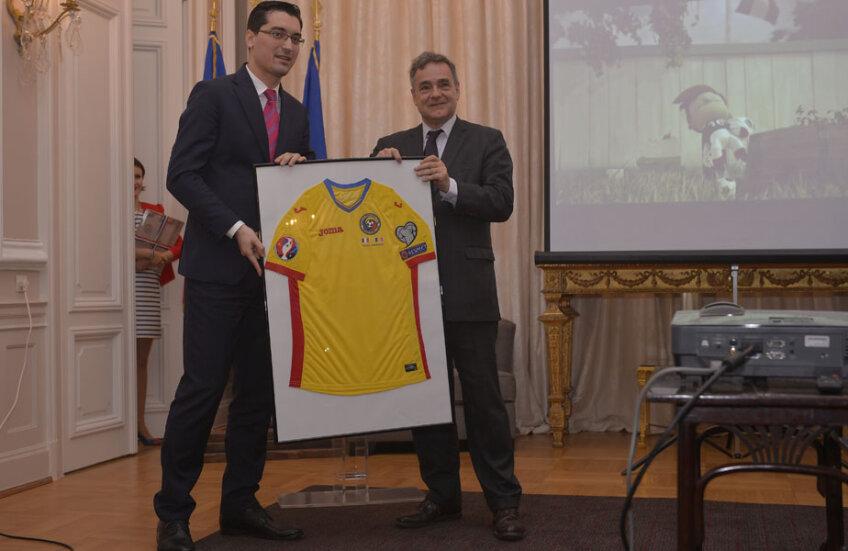 Burleanu și Francois Saint-Paul au prezentat tricoul pentru Euro 2016 // FOTO Cristi Preda