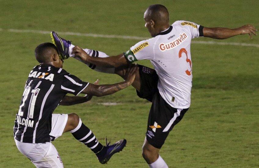 Duel agresiv din meciul Corinthians - Vasco da Gama