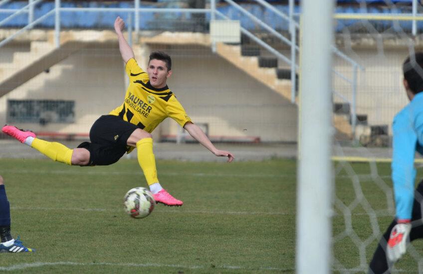 Până să ajungă în Liga Campionilor, galben-negrii fac momentan spectacol în Seria B2 // FOTO Bogdan Bălaș