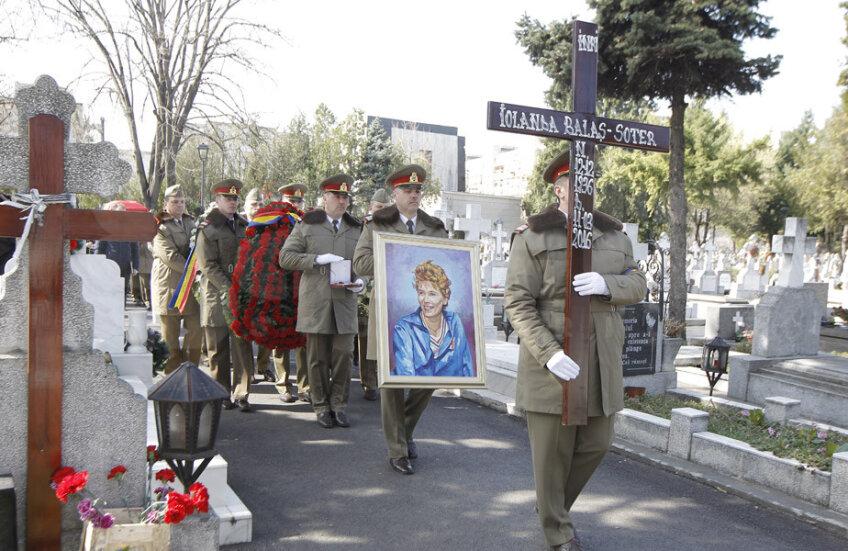 Cortegiul funerar a fost condus de militari