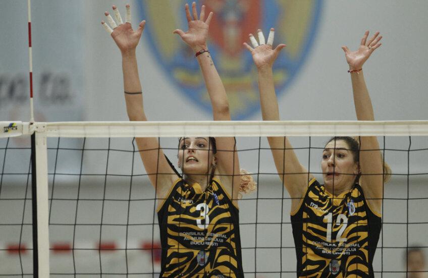 Un bloc cu înălțime: Georgiana Faleș și Roxana Bacșiș // Foto: Cristi Preda