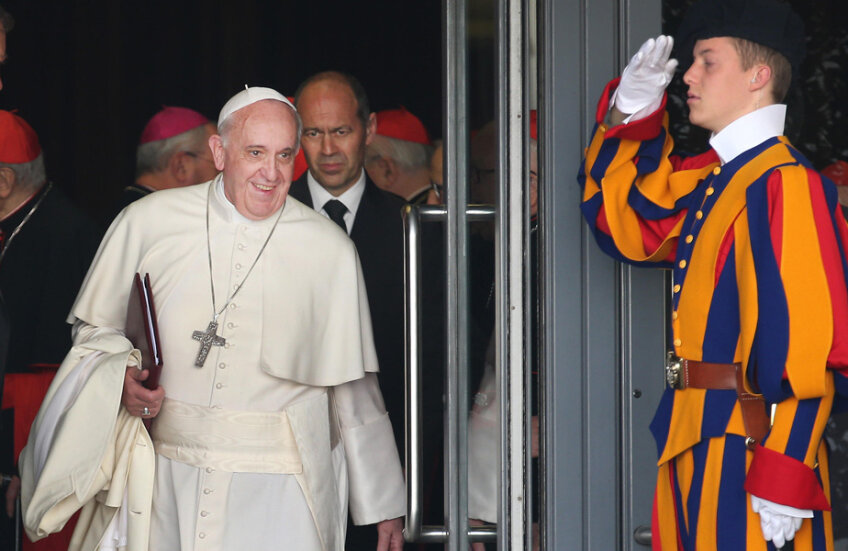 Papa Francisc, 79 de ani, alături de unul din