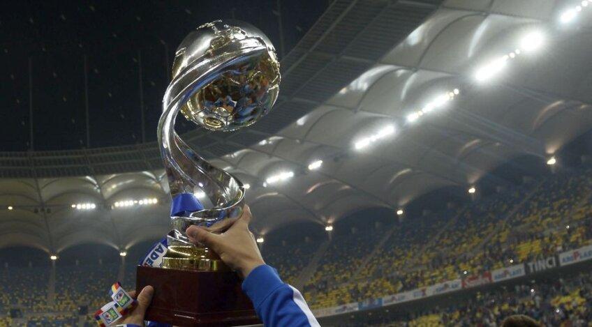 Așa arăta trofeul pentru Cupa Ligii, din sezonul 2014 - 2015.