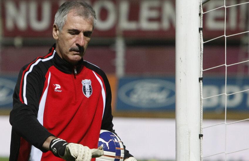 Silviu Lung, 59 de ani, a evoluat 15 sezoane pentru U Craiova, două la Steaua, unul la Logrones și două la Electroputere