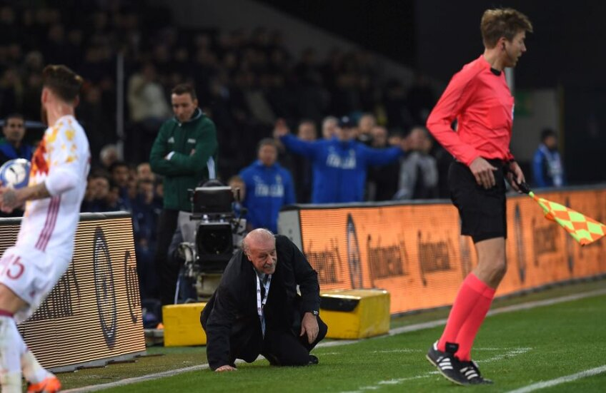 Del Bosque este surprins de bodycheck-ul tușierului german și s-a întins în fața băncii de rezerve