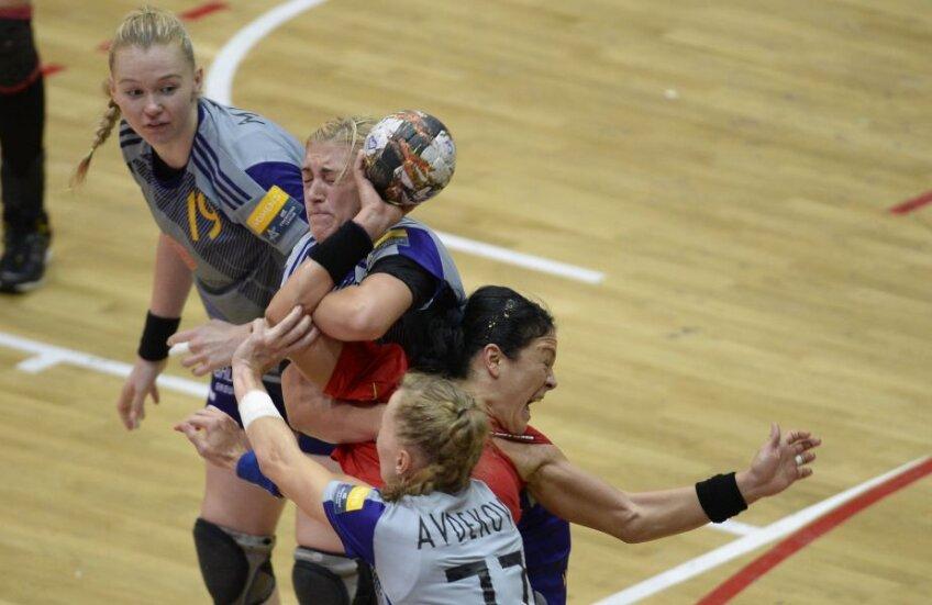 În faza a doua a grupelor handbaliste de la Rostov Don s-au duelat cu cele de la HCM Baia Mare, impunându-se de fiecare dată // FOTO Alex Nicodim