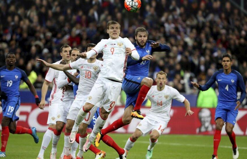 Kokorin înscrie primul gol al rușilor, cu toată opoziția lui Gignac, fundașii francezi fiind surprinși // FOTO Reuters