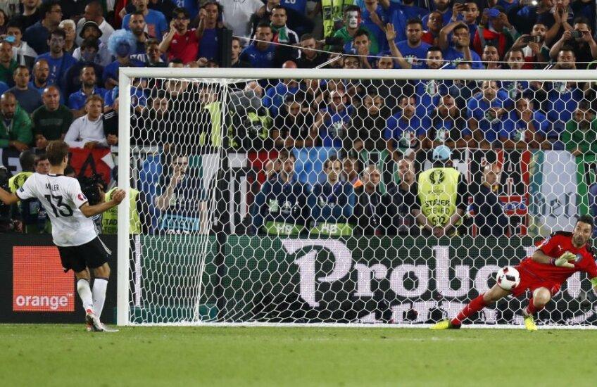 Thomas Muller a executat în stilul caracteristic, fără să se uite la minge în momentul șutului, dar Buffon i-a ghicit intenția // FOTO Reuters
