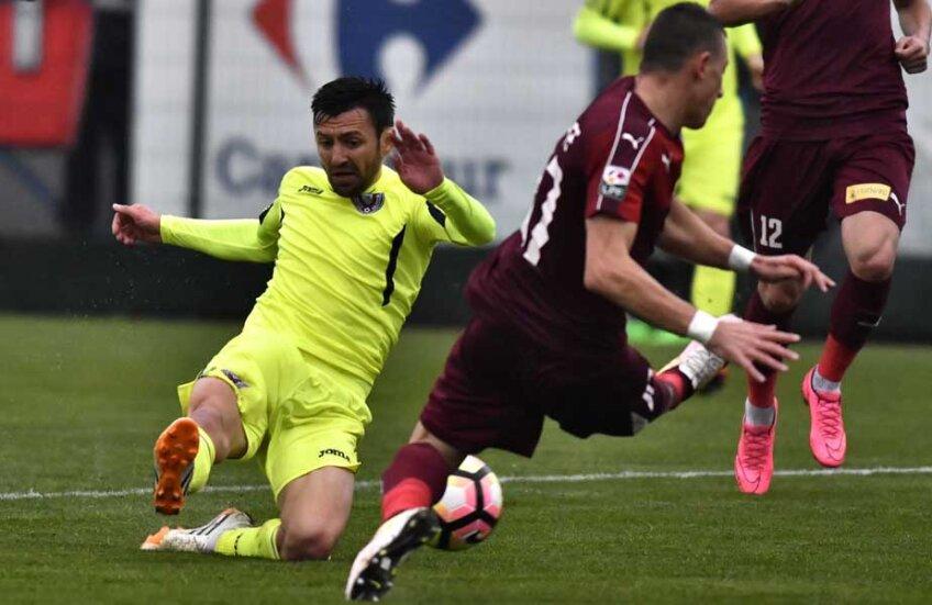 Meciul s-a jucat pe o vreme oribilă // Foto: sportpictures.eu