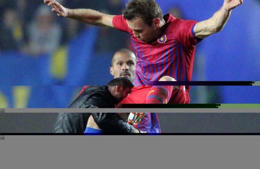Martinovici și momentul său culminat în Liga 1: lovește în plin un suporter care intrase în teren și îl lovise pe Galamaz