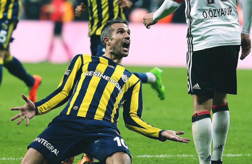Van Persie îl ațâță pe Özyakup: se aruncă în fața lui după gol