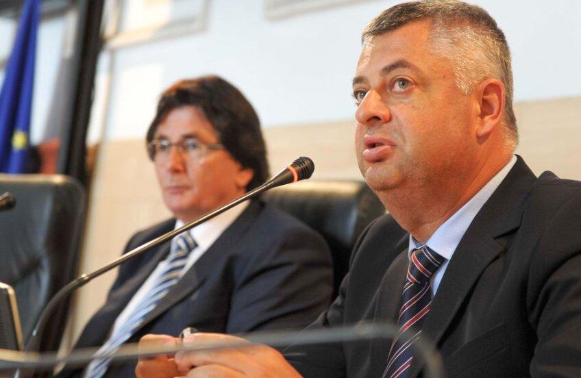 Drăgoi (dreapta) a fost numit de primarul Nicolae Robu la șefia lui Poli Timișoara