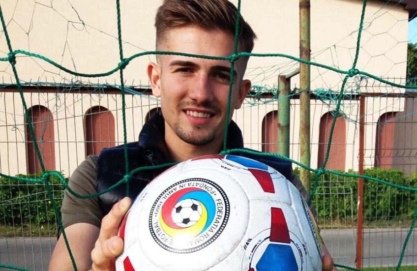 Andrei își dorește ca și sâmbătă adversarii să scoată cât mai des mingea din plasă FOTO Marius Mărgărit
