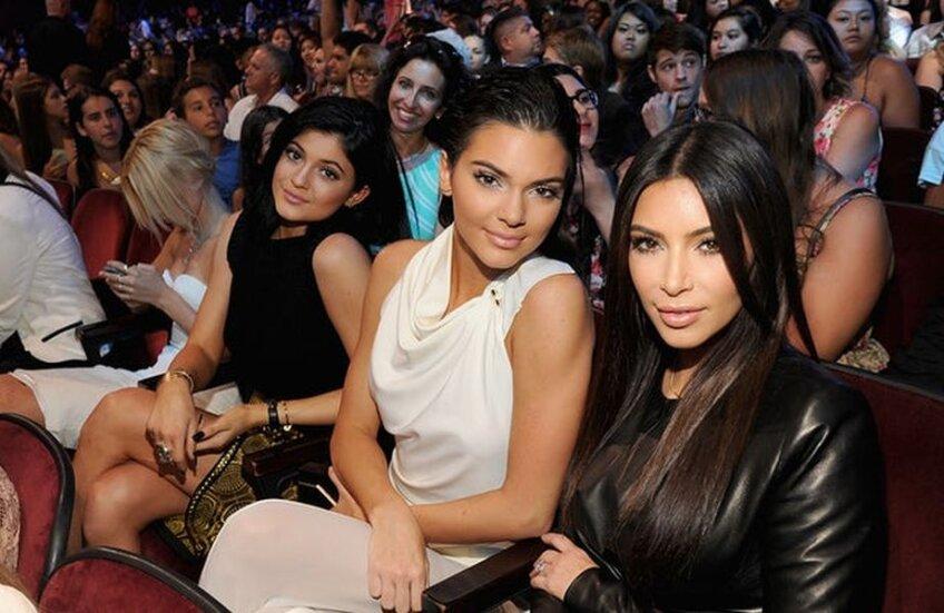 Kim încearcă să îi facă acum lipeală lui Ronaldo cu sora ei, Kendall