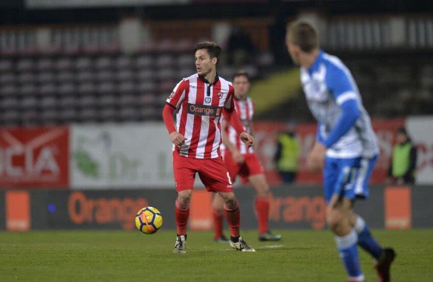 Monroy a jucat la juniorii lui Atletico Madrid, apoi la Logrones, Ceahlăul Piatra Neamț, CFR Cluj, Sheriff Tiraspol, Maccabi Petah Tikva și Dinamo