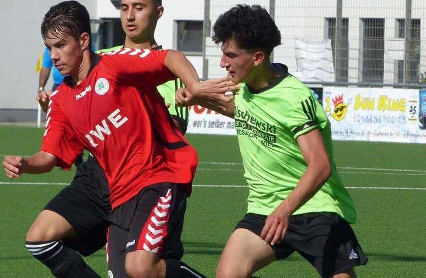 Antonio Ristea (stânga, în roșu)