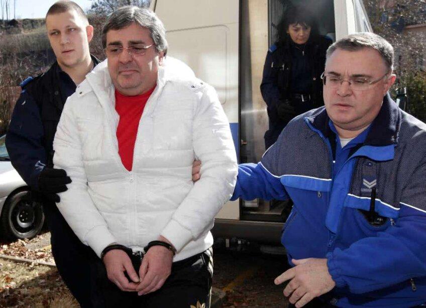 Bulat Chagaev încătușat, la sosirea în tribunal