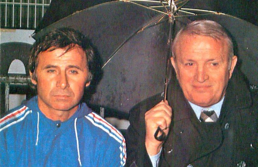 Piști Kováci (dreapta, lângă Michel Hidalgo) a stat doi ani în Franța, înainte revenirii în țară și a preluării naționalei în 1976