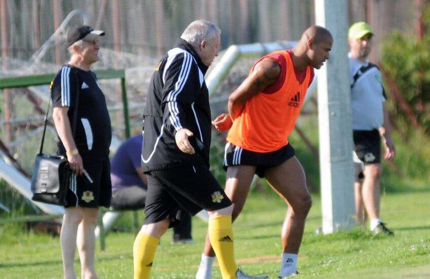 Adrian Porumboiu, surpsins la un antrenament alături de fosta vedetă Wesley // FOTO: Arhivă GSP