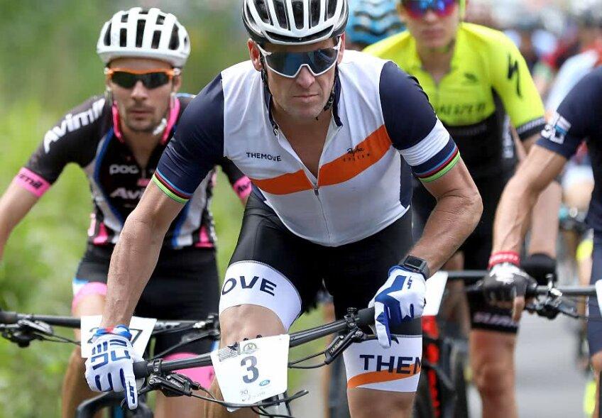 Lance Armstrong, în alb, este banat pe viață din orice competiție de ciclism profesionistă, foto: Guliver/gettyimages