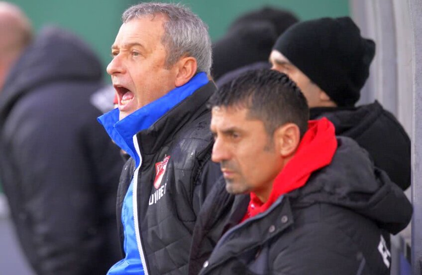 Mircea Rednic țipă la elevii săi / Foto: Raed Krishan
