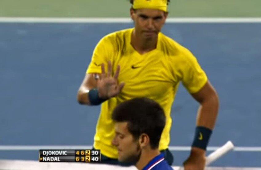 Rafael Nadal îi cere scuze lui Novak Djokovic după ce l-a lovit cu mingea în față, în semifinalele de la Montreal din 2013