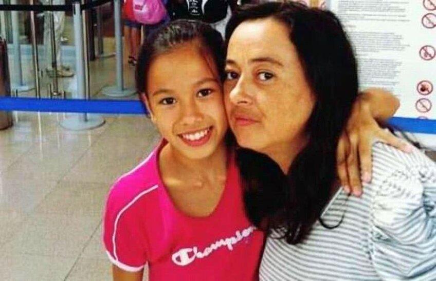 Asiana Peng (stânga) pe când era gimnastă și Silvana Peng (dreapta)