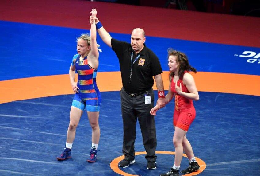 Momentul deciziei cu Andreea Ana câștigătoare în fața Marianei Drăguțan (Republica Moldova) FOTO Raed Krishan
