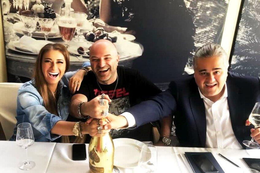 Anamaria Prodan, Adrian Thiess și Dan Capatos, într-un moment de relaxare la un restaurant de fițe din București // Sursă foto: Instagram Anamaria Prodan