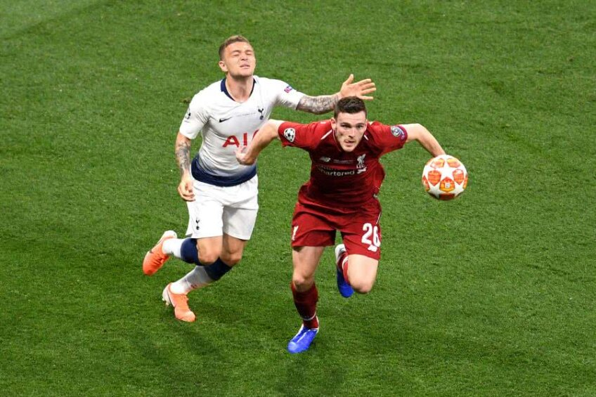 Andy Robertson, în roșu // Foto: Guliver/GettyImages