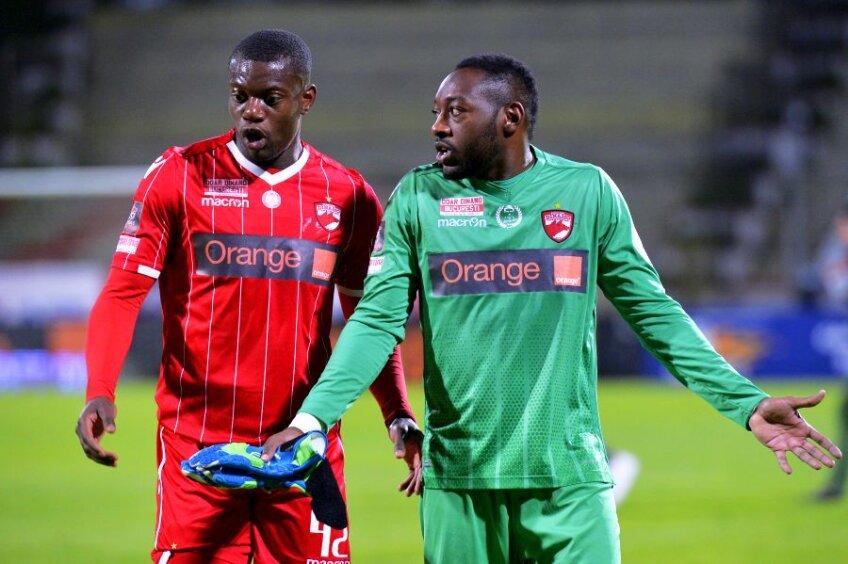Alexander Christovao și Parfait Mandanda, doi dintre jucătorii puși pe liber de Dinamo // FOTO: Gazeta Sporturilor