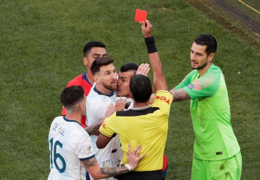 FOTO: Reuters // Argentina - Chile, Copa America // Messi, al doilea roșu din carieră