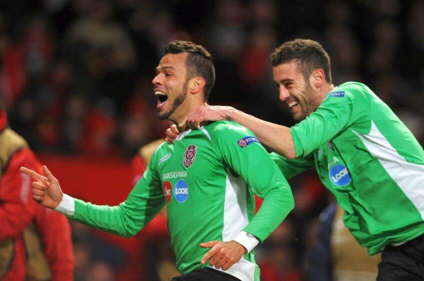 Luis Alberto (stânga) sărbătorind reușita cu Manchester United de pe Old Trafford