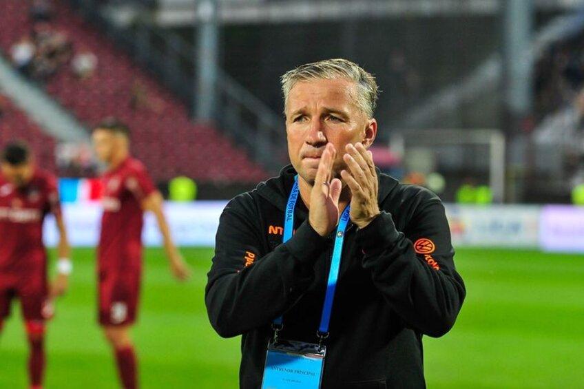 Dan Petrescu și-a închis antrenamentul de luni seara // Sursă foto: Facebook CFR Cluj