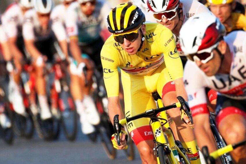Tadej Pogacar, în galben, în plutonul de Turul Franței, foto: Reuters