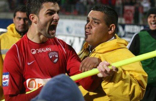 Gestul lui Bratu a intrat în istoria Derby-ului de România Foto: MediaFax Foto