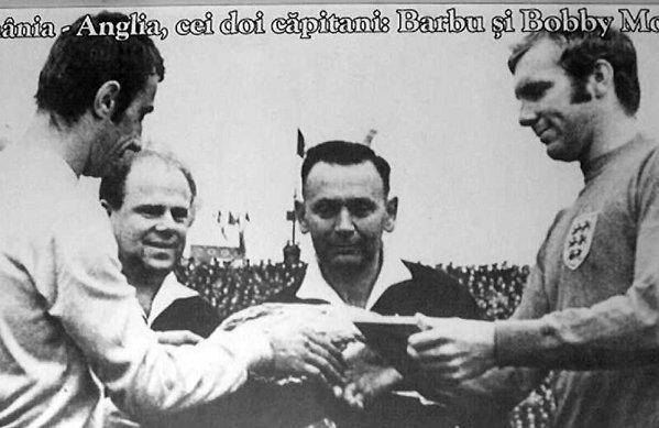 Bebe Barbu și legendarul Bobby Moore la un meci dintre Anglia și România disputat în 1968