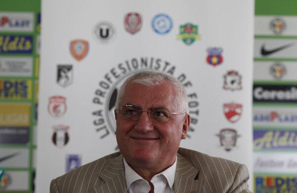 Dumitru Dragomir vrea să schimbe regulamentul ca să le permită Timişoarei şi Bistriţei să rămînă în Liga 1