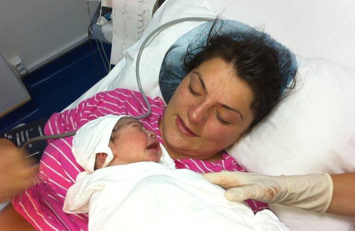 Eric a postat pe facebook o poză cu fiul său imediat după naşterea acestuia