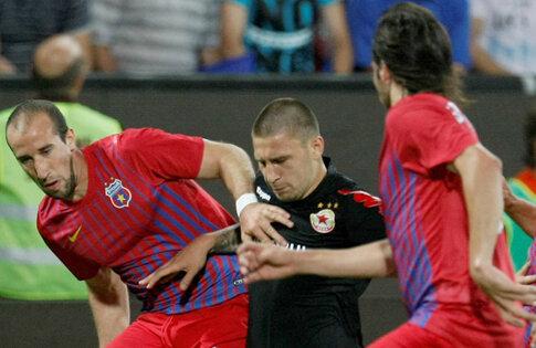 Latovlevici (stînga) va fi titular şi azi, după ce a fost integralist în toate meciurile pe care le-a jucat Steaua în acest sezon