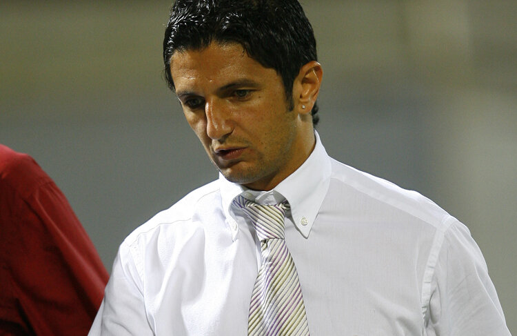 Răzvan Lucescu, negru de supărare la finalul partidei cu Universitatea Craiova din august 2006, încheiată la egalitate, scor 1-1