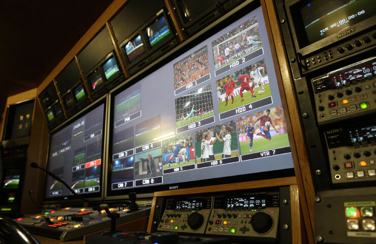 Comutarea pe meciul cel mai interesant se face din Anglia, DigiSport asigurînd doar comentariile jocurilor
