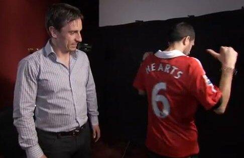 Gary Neville și magicianul Dynamo