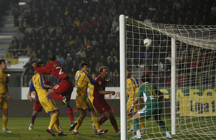 În afara celor două goluri, Steaua a mai avut și o bară, prin Geraldo FOTO Alex Nicodim (Ploiești)