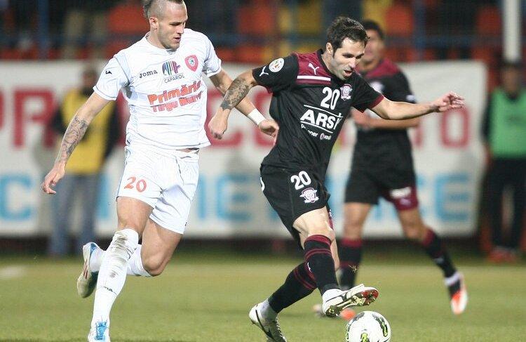 Danijel Subotici, stînga, în alb, a fost pedepsit de antrenorul Trombetta