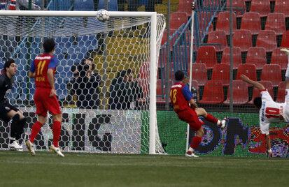 Golul înscris din foarfecă de Dănciulescu în poarta Stelei
