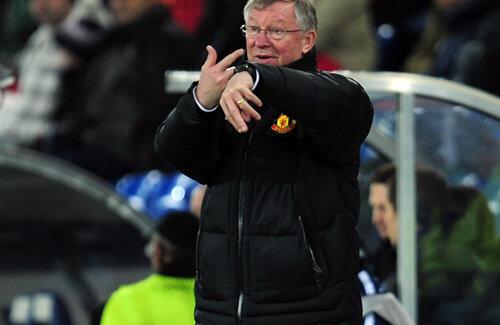 La 70 de ani, Sir Alex Ferguson poate uita eliminarea din Ligă cu o victorie în Europa League.
