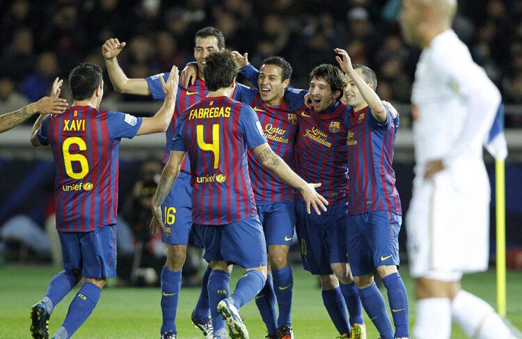 Leo Messi (al doilea din dreapta; 5 trofee și 55 de goluri cu Barça în 2011) nu poate pierde Balonul de Aur FIFA din acest an, urmînd să-l egaleze pe Platini cu 3 trofee la rînd. FOTO Reuters